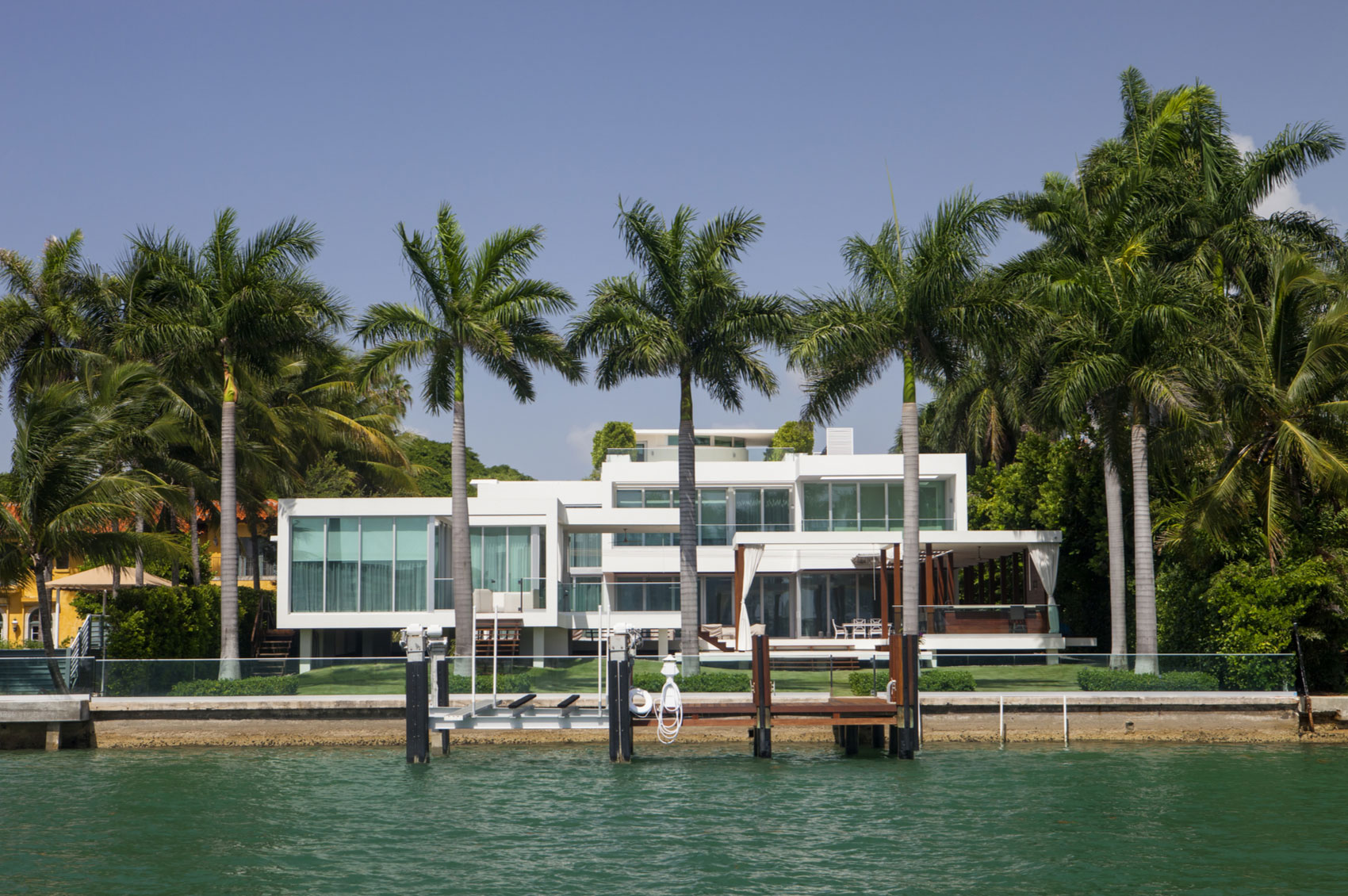 Photo of large waterfront home in Miami Beach